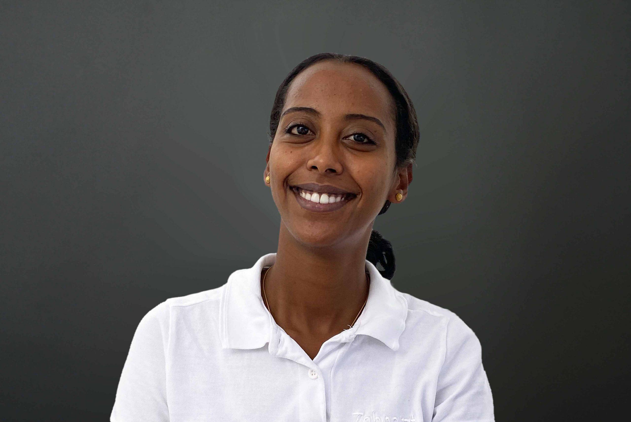 Nebyat Kahsay ist Dentalhygienikerin für Zahnprophylaxe Stuttgart